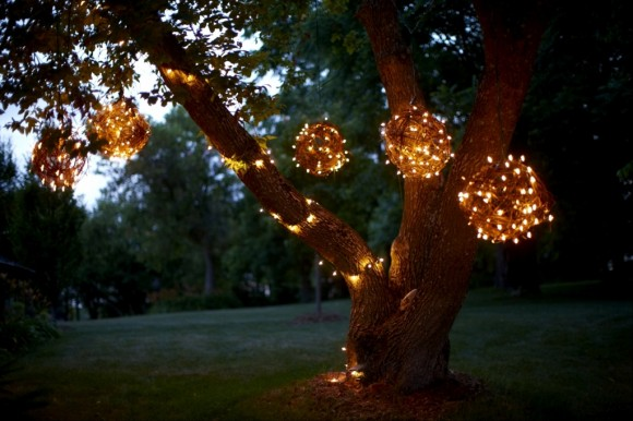 DIY Crafty Lighted Grapevine Balls