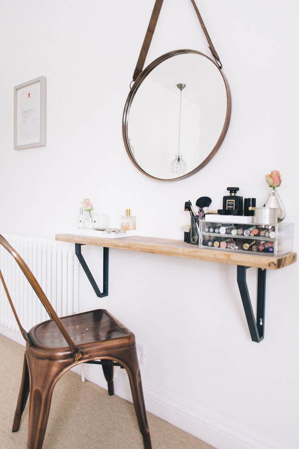 makeup vanity for small space. DIY Small Space Beauty Station 20 Beautiful Makeup Vanity  Diys To Do