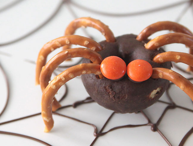 DIY Mini Donut Spiders